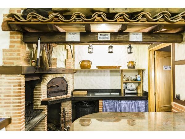 Casa rural la chirumba casa rural aldeatejada campo - Cocinas con horno de lena ...