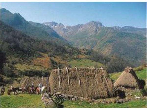 Nucleo De Turismo Rural La Corte  - Cantabrian Mts. - Asturias