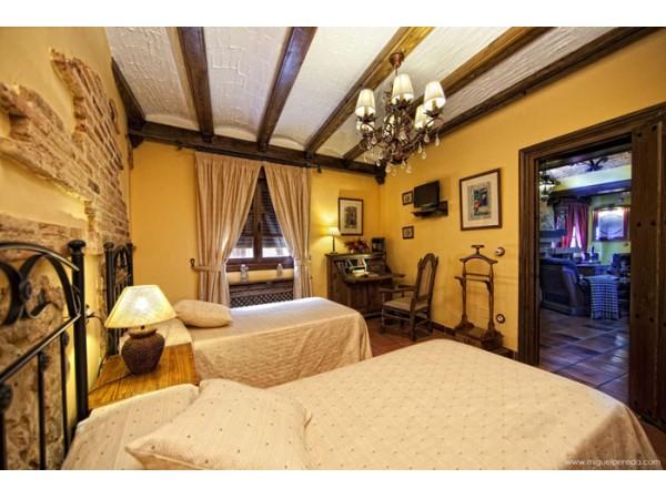 Habitacion doble con baño y tv