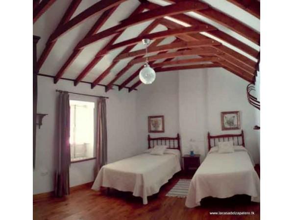 Dormitorio 3 con tejado a dos aguas