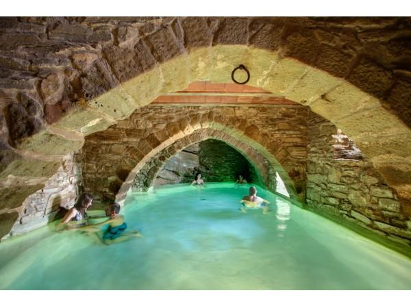 La tor de montclar aloj rural independiente montclar for Casa rural con piscina independiente
