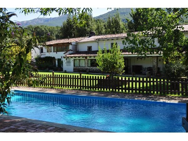 Casas rurales la caseria complejo rural navaconcejo - Casas rurales en el jerte con piscina ...
