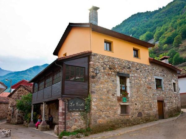 Nucleo de turismo rural la corte hotel rural somiedo oviedo asturias espacio rural - Casas rurales cerca de oviedo ...