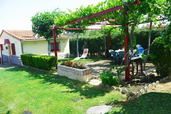 Los monteros casa rural aldeanueva de la sierra for Casa rural jardin del desierto