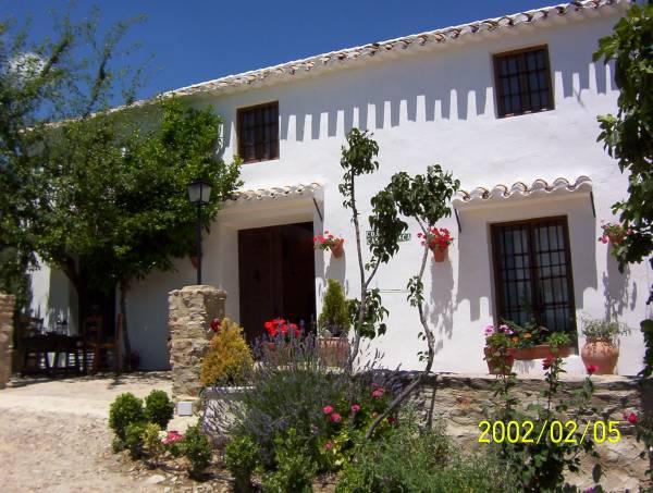 Cortijo casablanca cortijo rural priego de cordoba for Fotos de fachadas de casas andaluzas