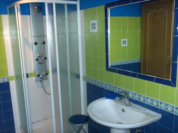 un baño del duplex de 8 plazas
